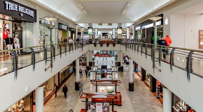 shopping mall foot traffic